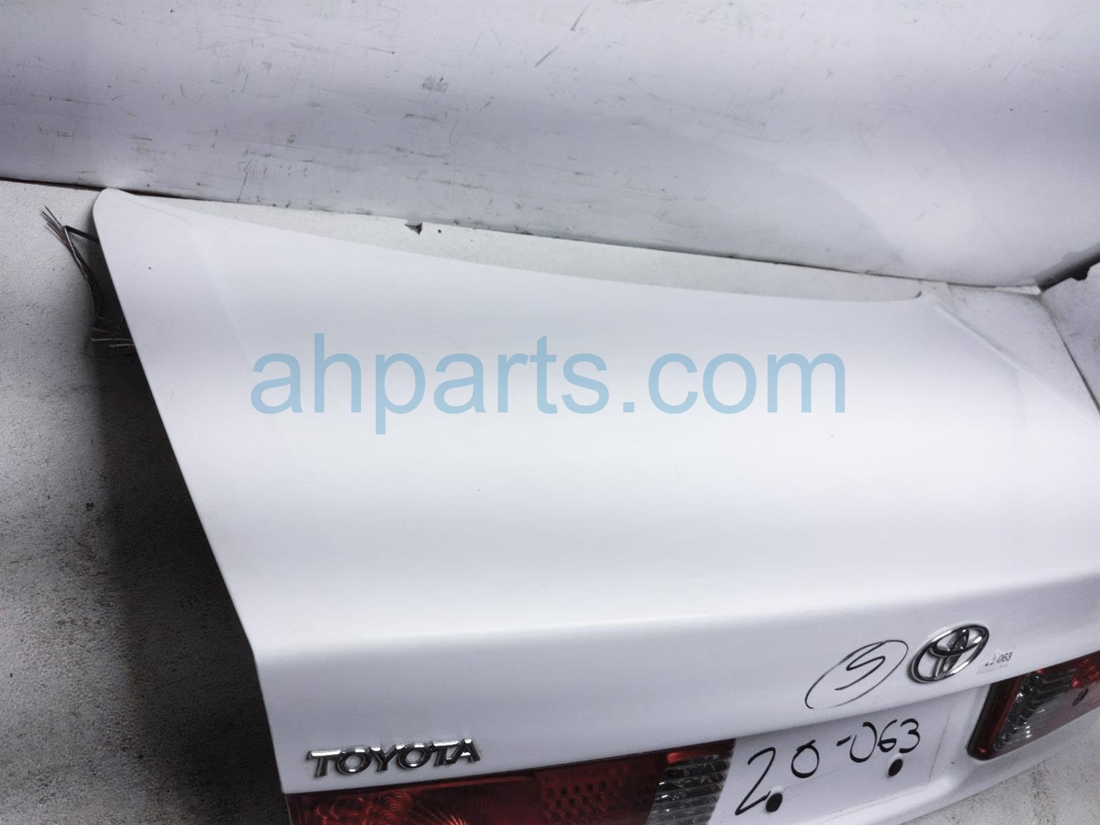 2001 Toyota Camry Trunk / Decklid   White   64401 AA030 Replacement
