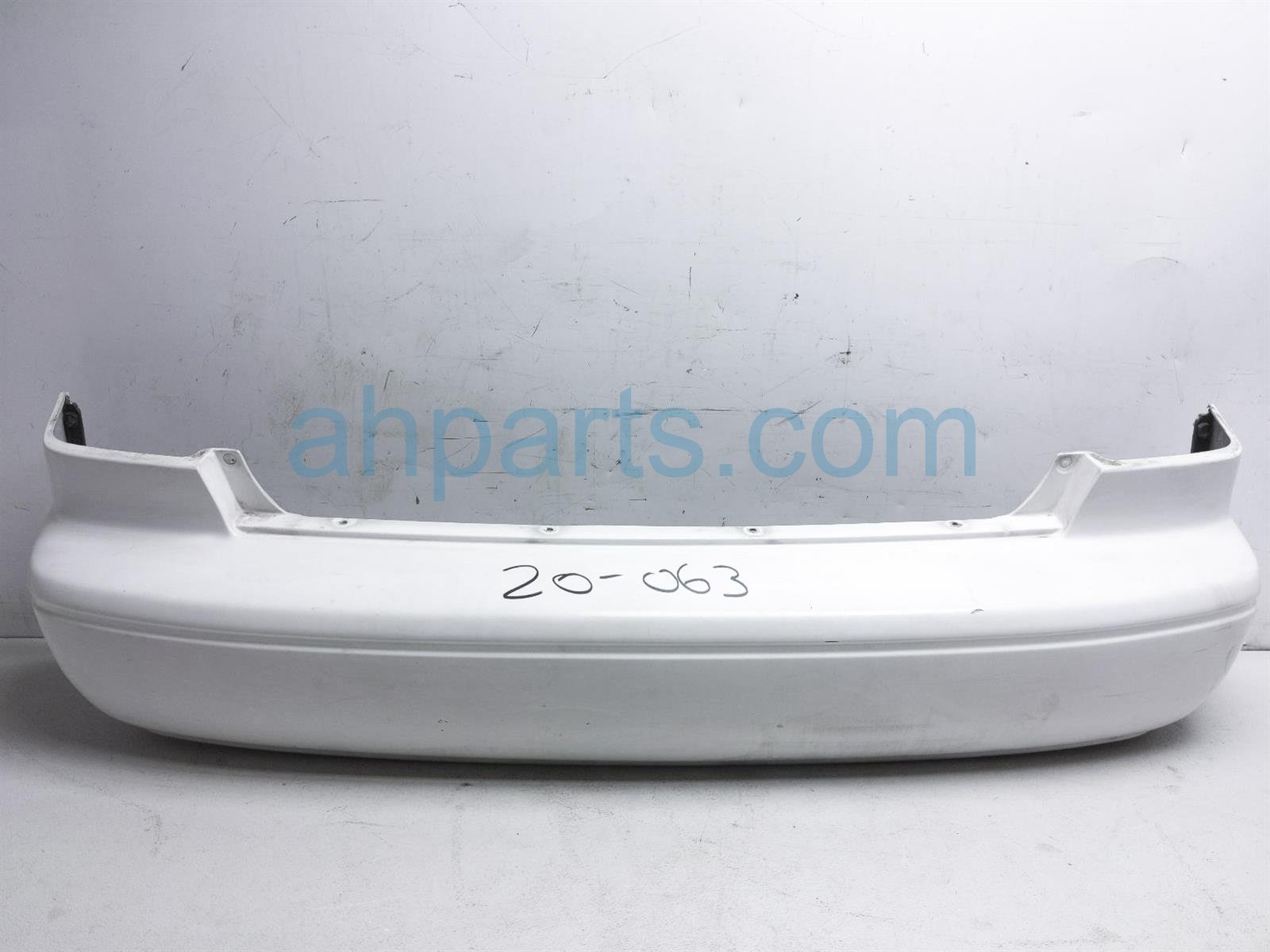 2001 Toyota Camry Rear Bumper Cover   White   52159 AA902 Replacement