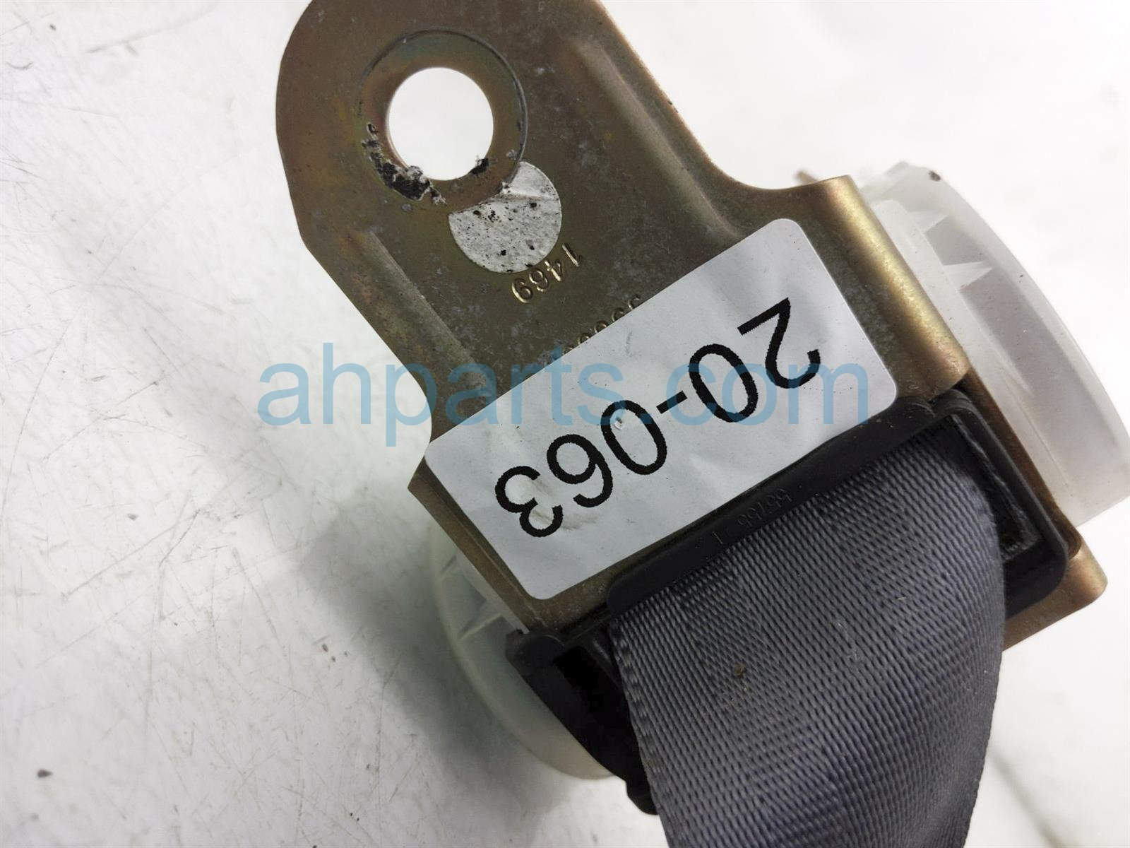 2001 Toyota Camry Rear 2nd Row Passenger Seat Belt   Grey 73360 AA040 B0 Replacement