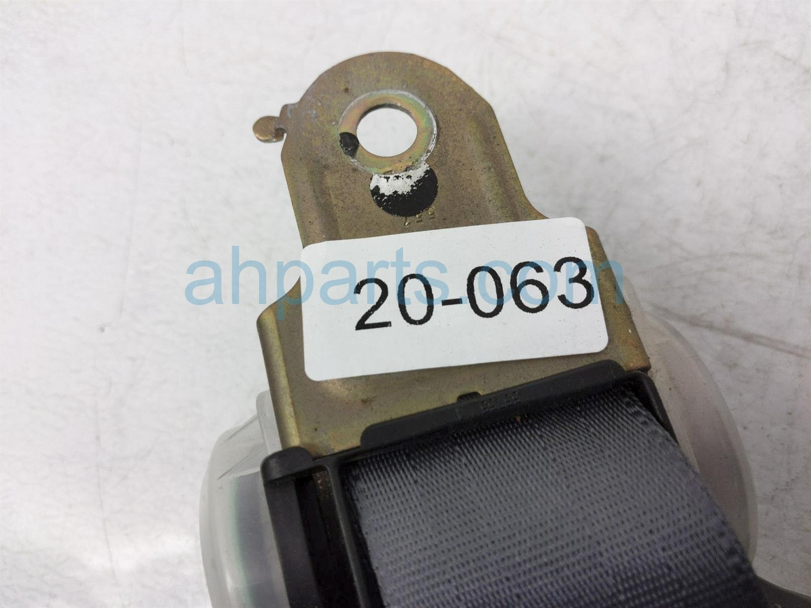 2001 Toyota Camry Rear 2nd Row Driver Seat Belt   Grey 73370 AA040 B0 Replacement
