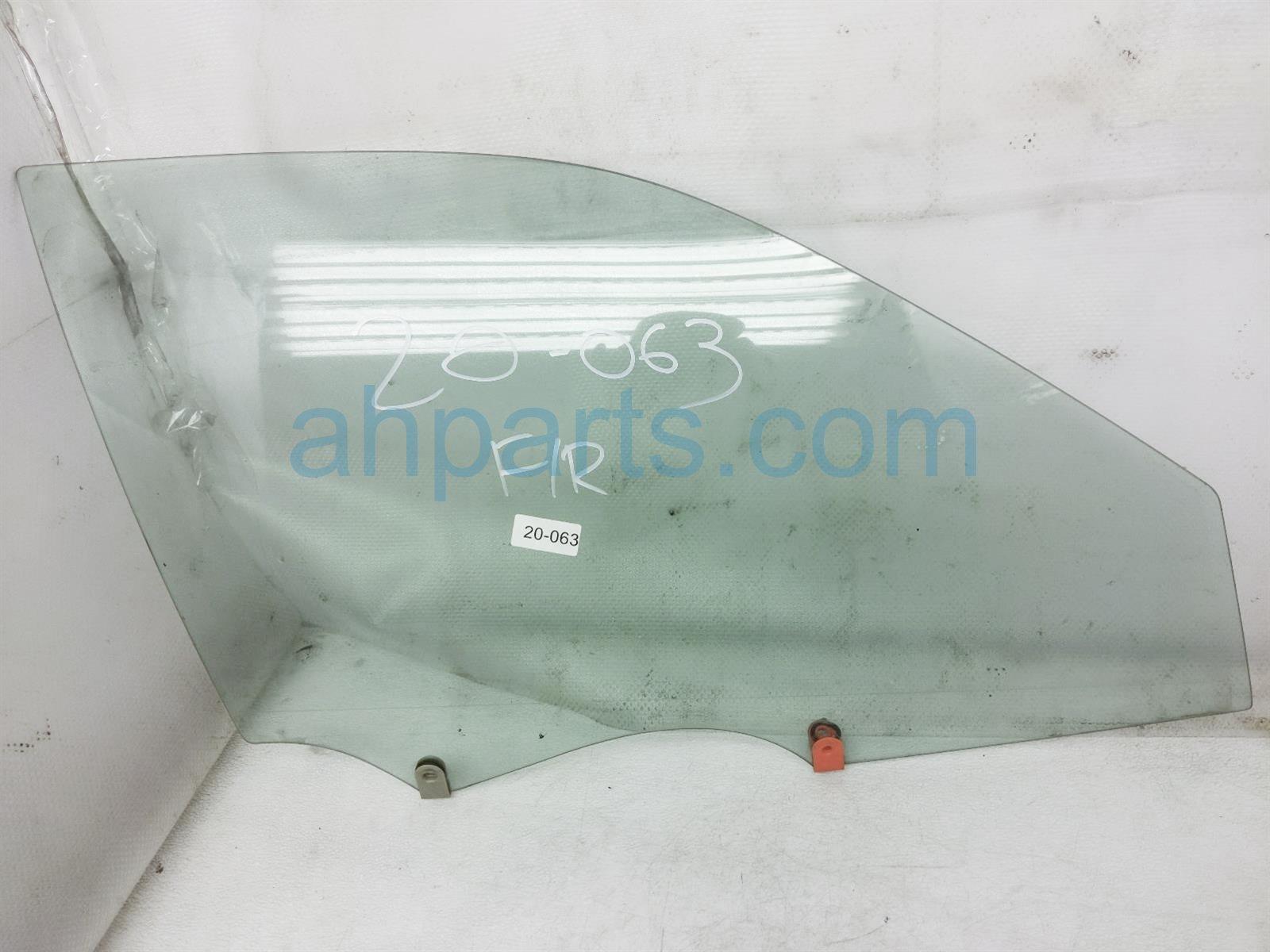 2001 Toyota Camry Front Passenger Door Glass Window 68111 AA031 83 Replacement