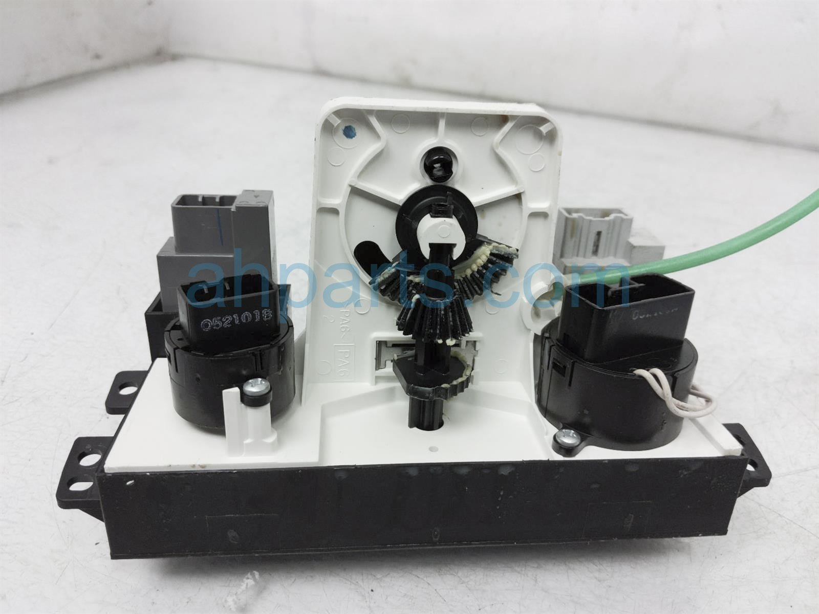 2001 Toyota Camry Temperature Climate Heater/ac Control(on Dash) 55910 06021 Replacement