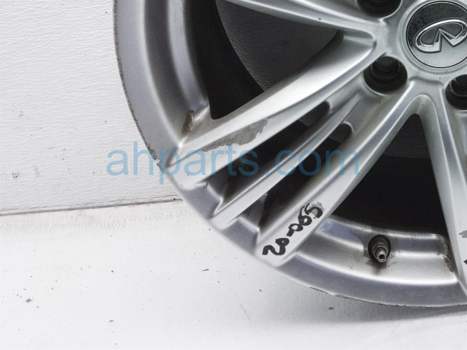 2011 Infiniti G37 Rear Passenger Wheel/rim   Curb Rash D0300 1NF8A Replacement