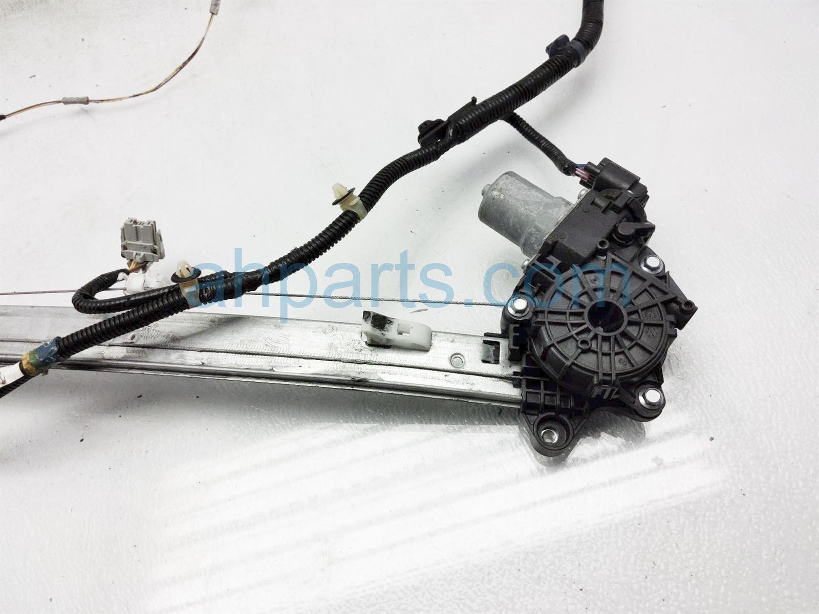 2018 Honda Clarity Rear Passenger Window Regulator & Motor 72710 TRT A01 Replacement