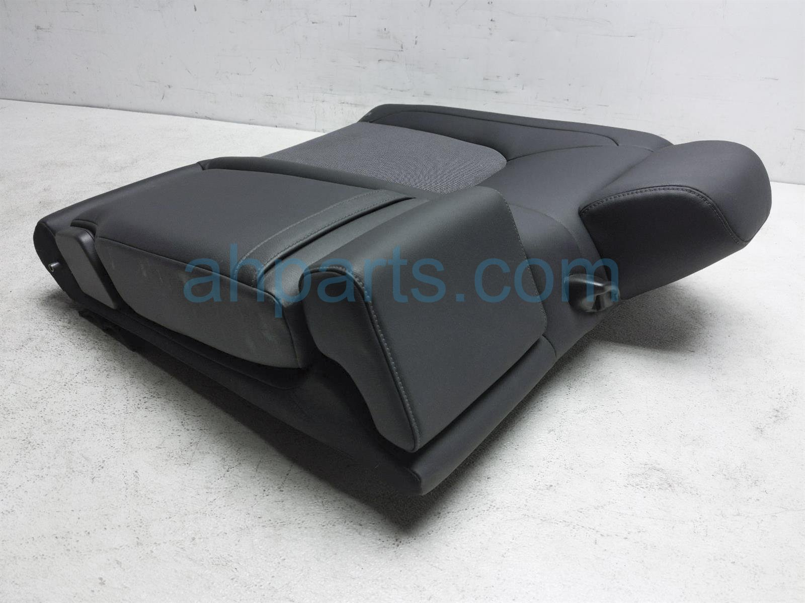 2018 Honda Clarity Back (2nd Row) Rear Passenger Seat Top Cushion   Black 82121 TRW A11ZB Replacement