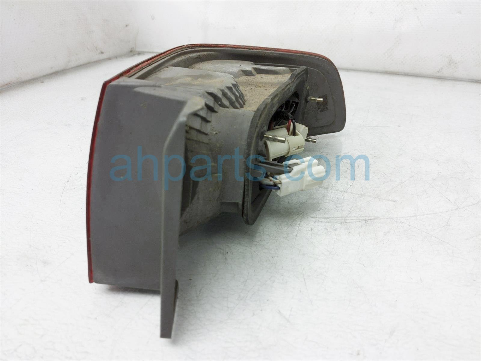 2001 Toyota Camry Rear Driver Tail Light/lamp 81561 AA030 Replacement