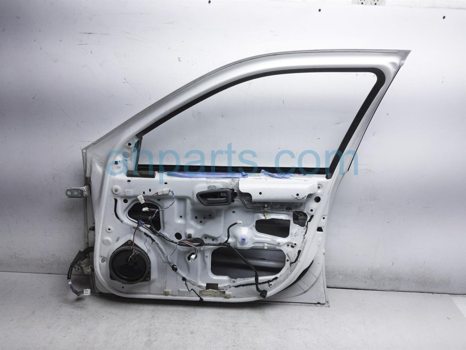 2001 Toyota Camry Front Passenger Door Shell   White 67001 AA030 Replacement