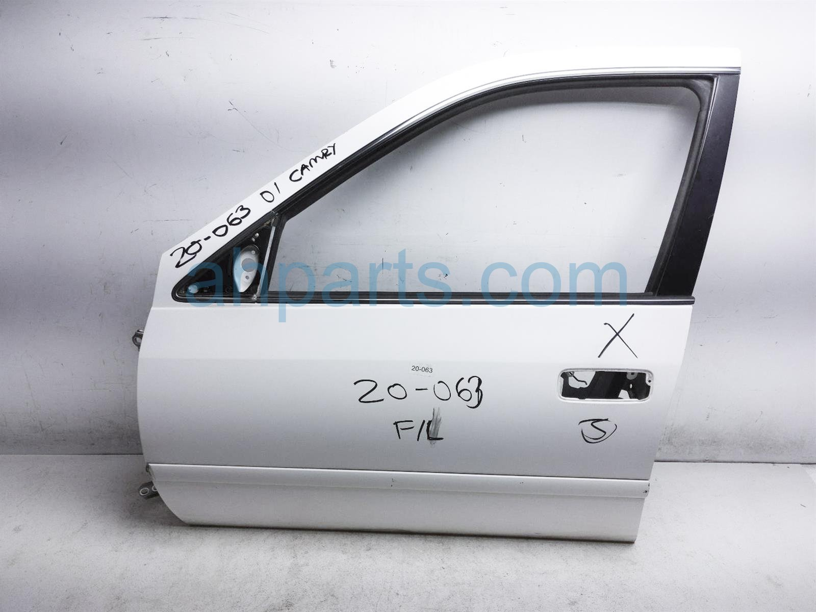 2001 Toyota Camry Front Driver Door Shell   White 67002 AA030 Replacement