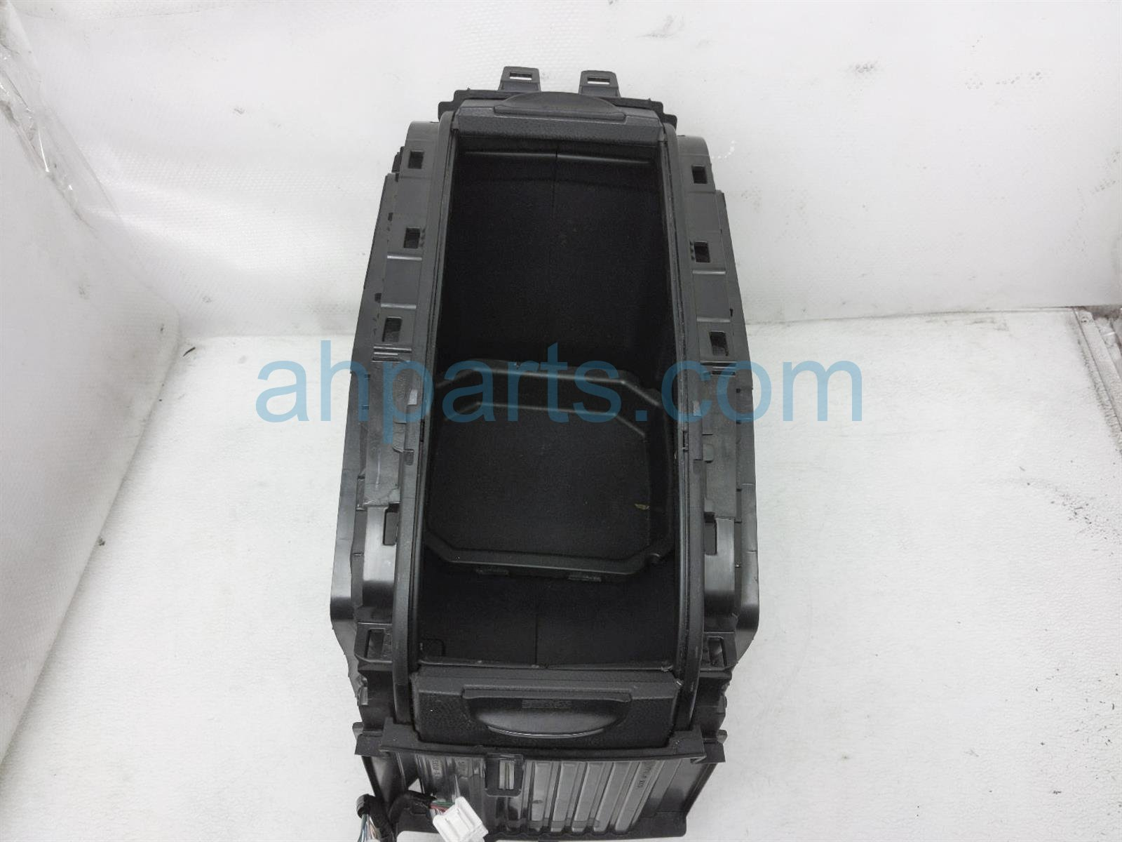 2014 Toyota Highlander Center Console Arm Rest Assy   Black 58810 0E200 C1 Replacement