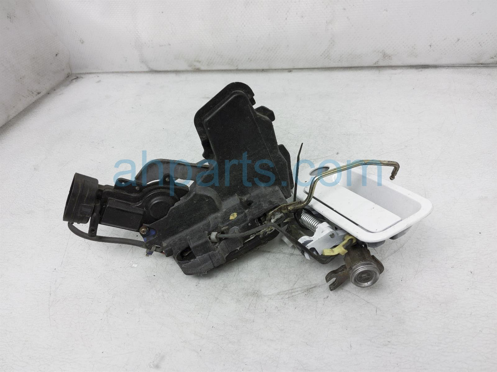 2001 Toyota Camry Outside/exterior Front Driver Door Handle   White 69220 AA010 A0 Replacement