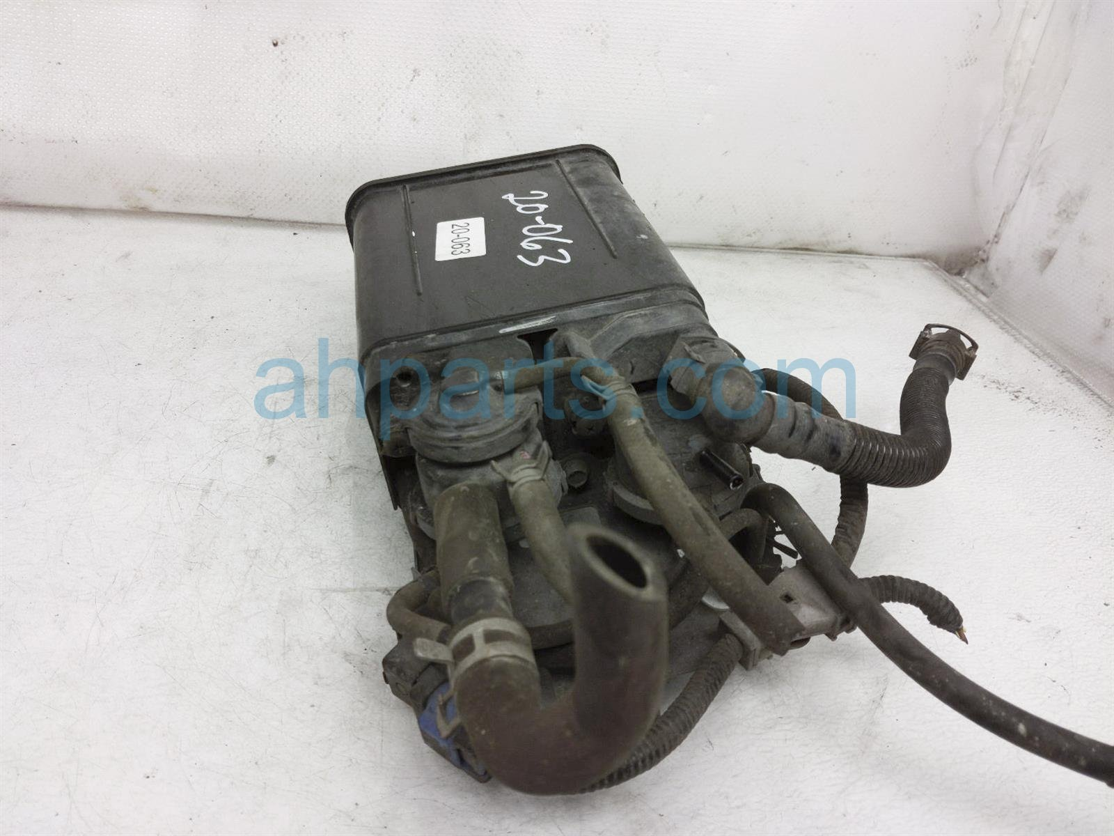 2001 Toyota Camry Fuel Vapor Canister 77740 06170 Replacement