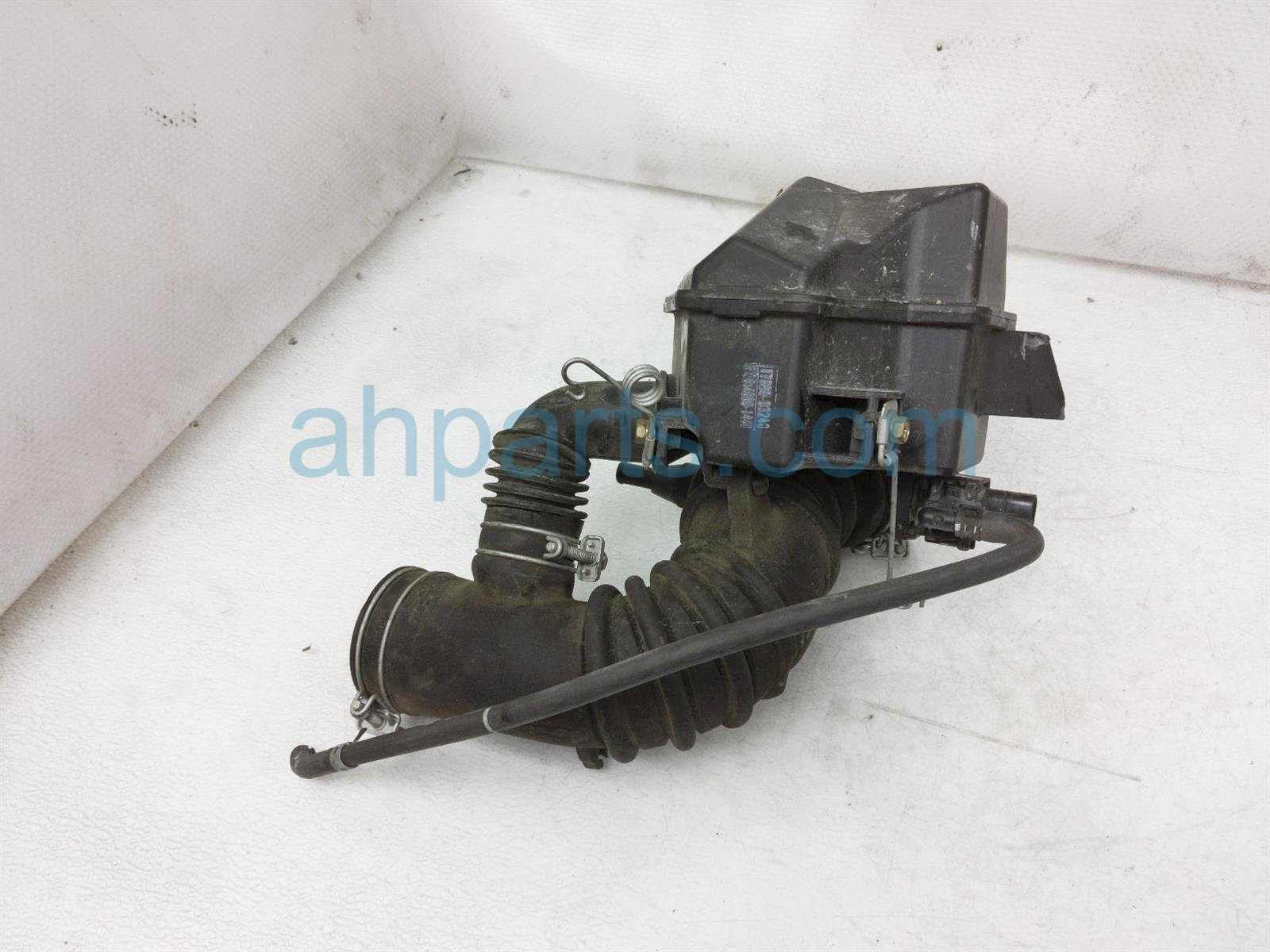 Sold 2001 Toyota Camry Intake Upper Air Resonator Chamber Assy 17893 74380 Replacement