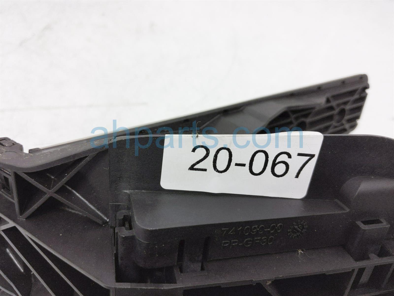 2011 Porsche Cayman Gas Pedal Assy 997 423 021 03 Replacement