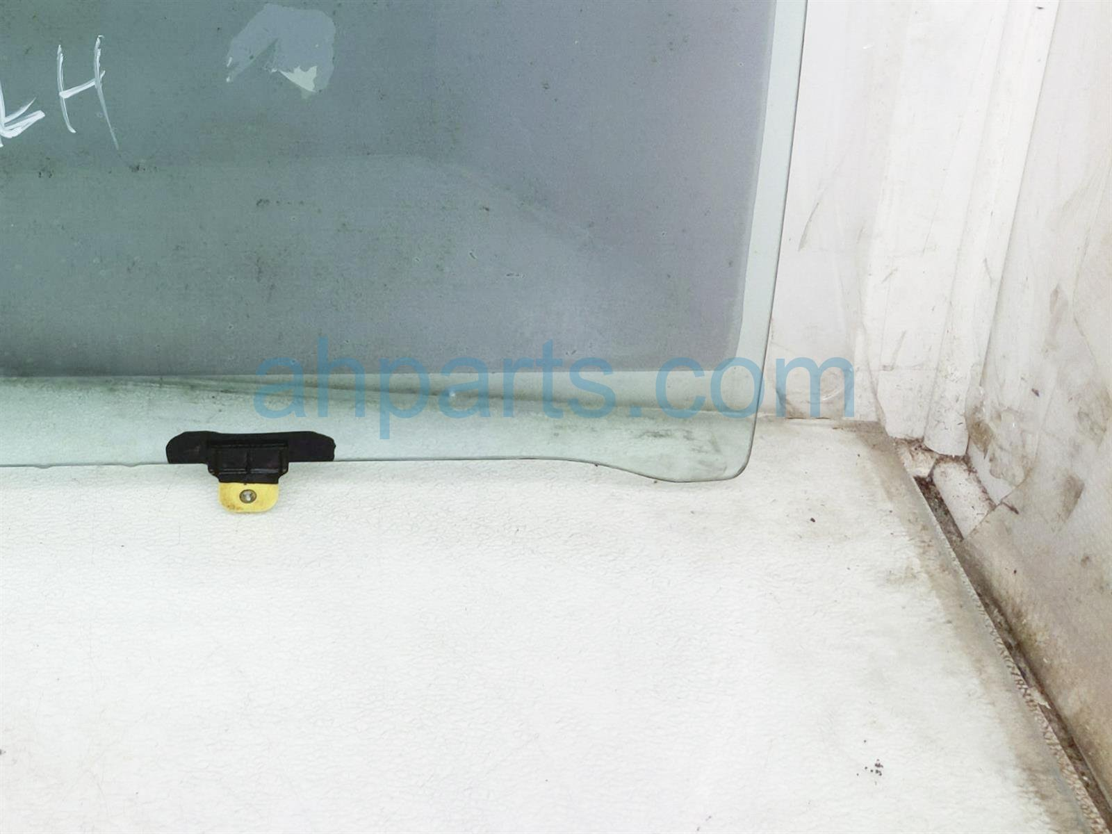 2000 Toyota Tacoma Front / Driver Door Glass Window 68102 AD020 83 Replacement