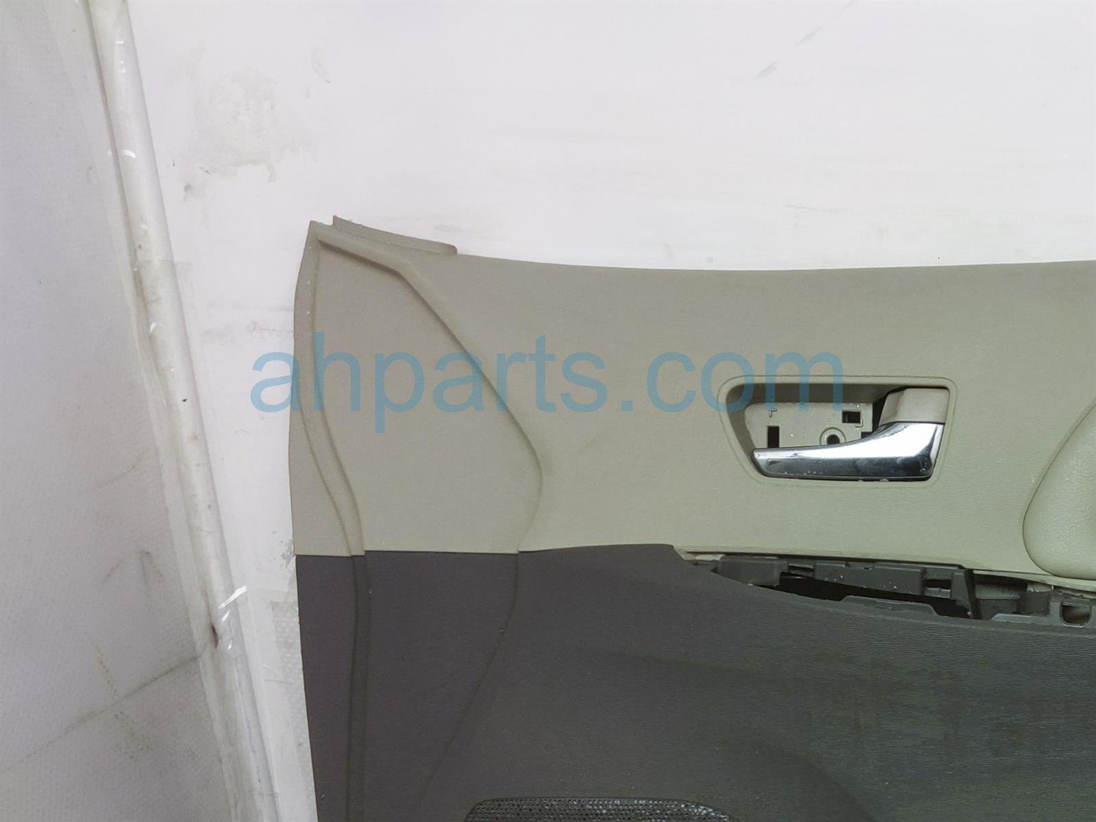 2013 Toyota Sienna Trim Liner Front Passenger Interior Door Panel   Tan/grey 67610 08103 Replacement