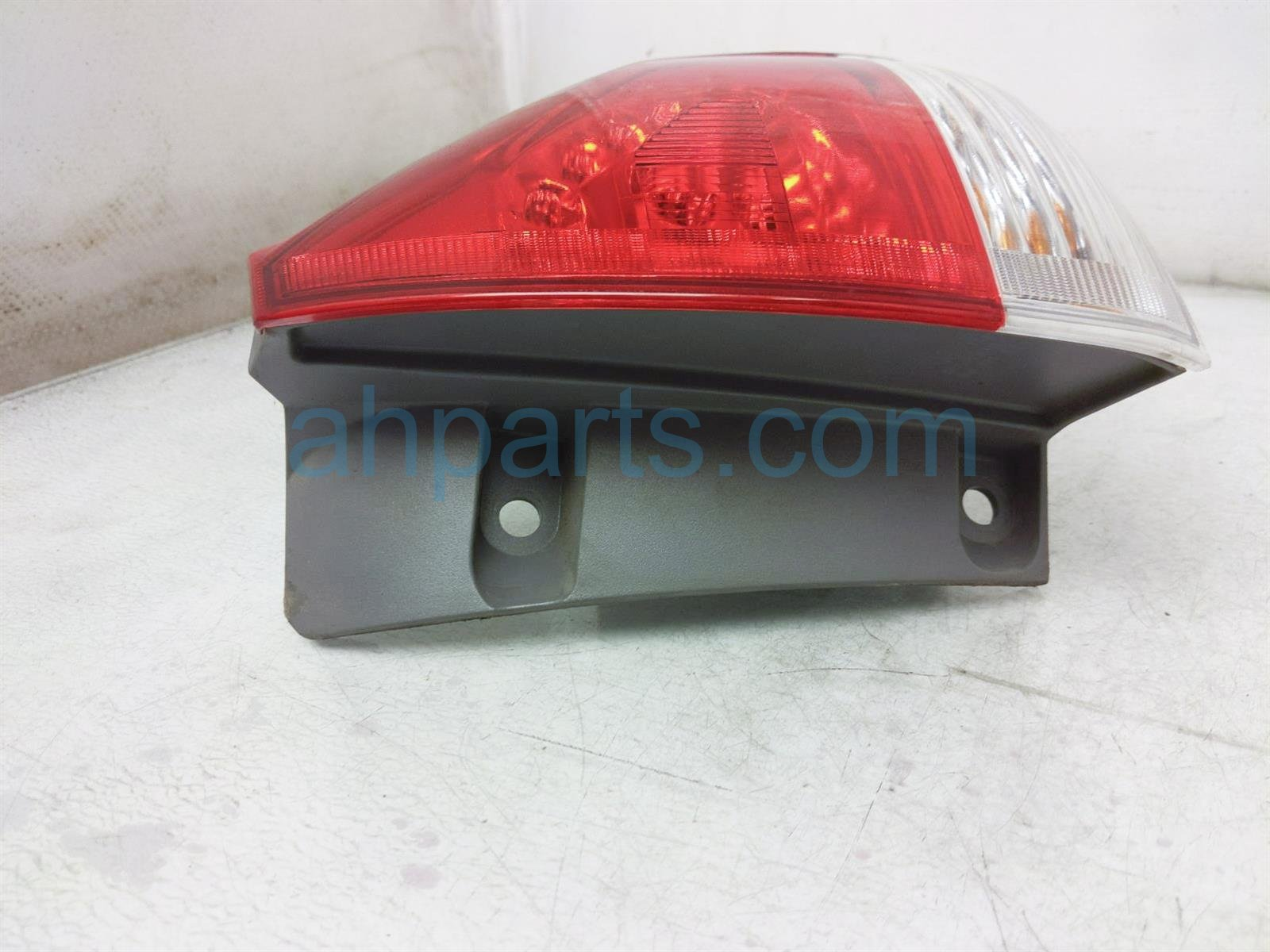 2013 Toyota Sienna Light / Rear Passenger Tail Lamp (on Body) 81550 08030 Replacement