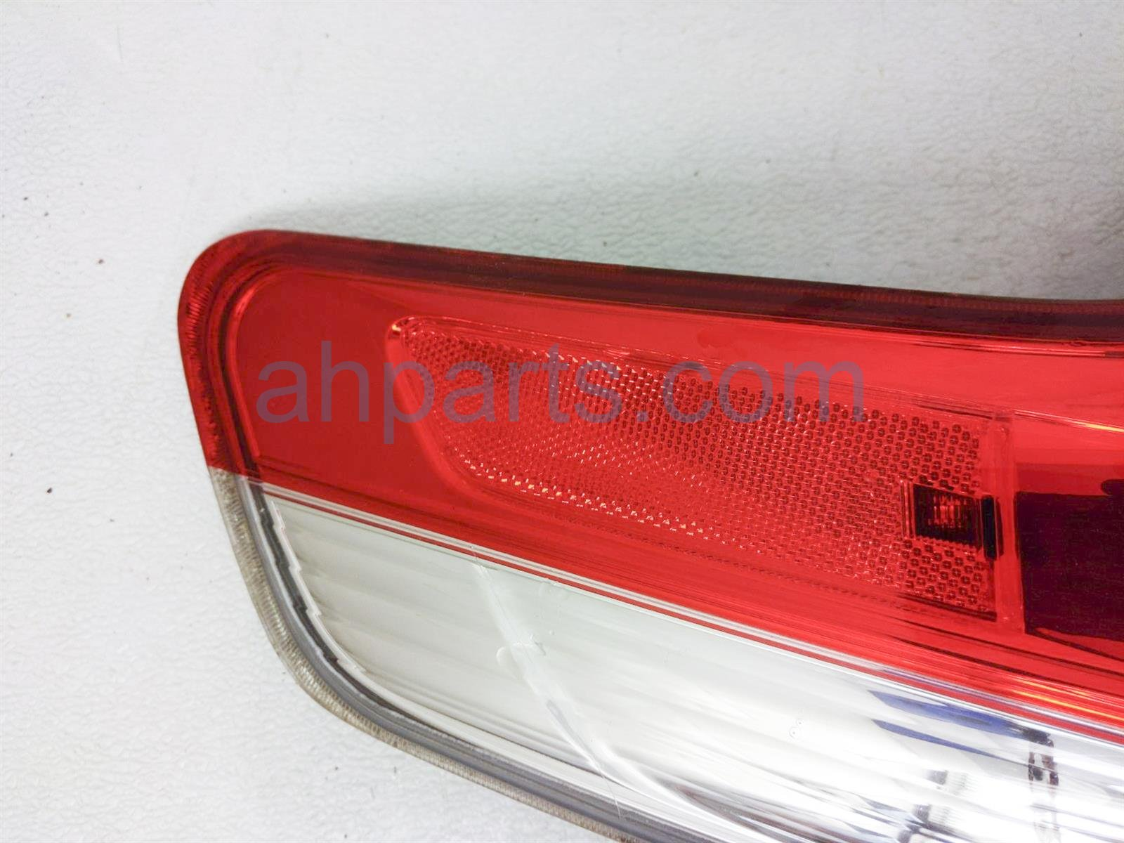 2013 Toyota Sienna Light / Rear Driver Tail Lamp (on Body) 81560 08030 Replacement