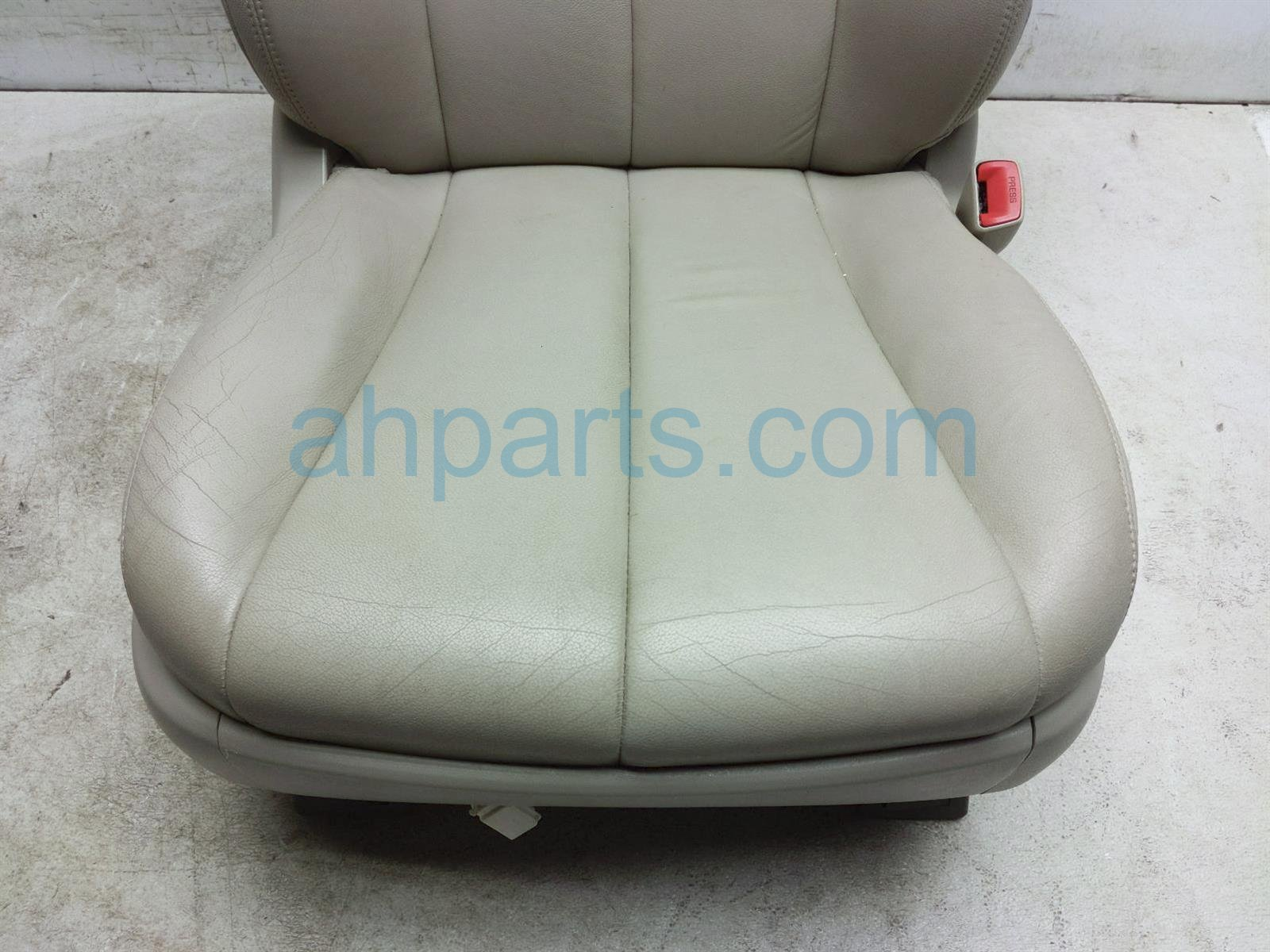 2013 Toyota Sienna Front Passenger Seat   Tan   W/o Airbag   Note 71071 08101 B4 Replacement