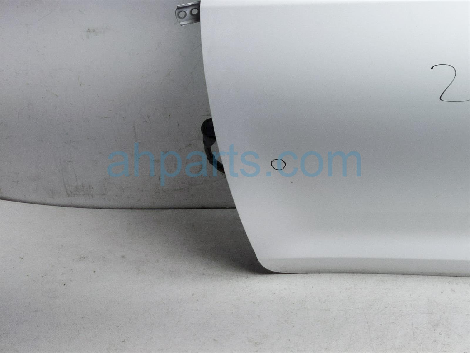 2013 Toyota Sienna Front Driver Door   White   No Mirror/trim 67002 08061 Replacement