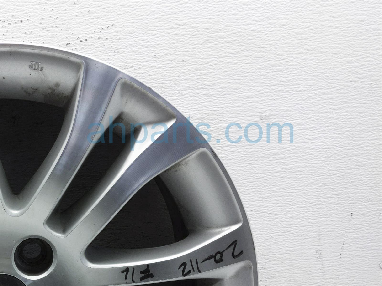 2013 Toyota Sienna Front Driver Wheel/rim   Light Scratches 42611 08130 Replacement
