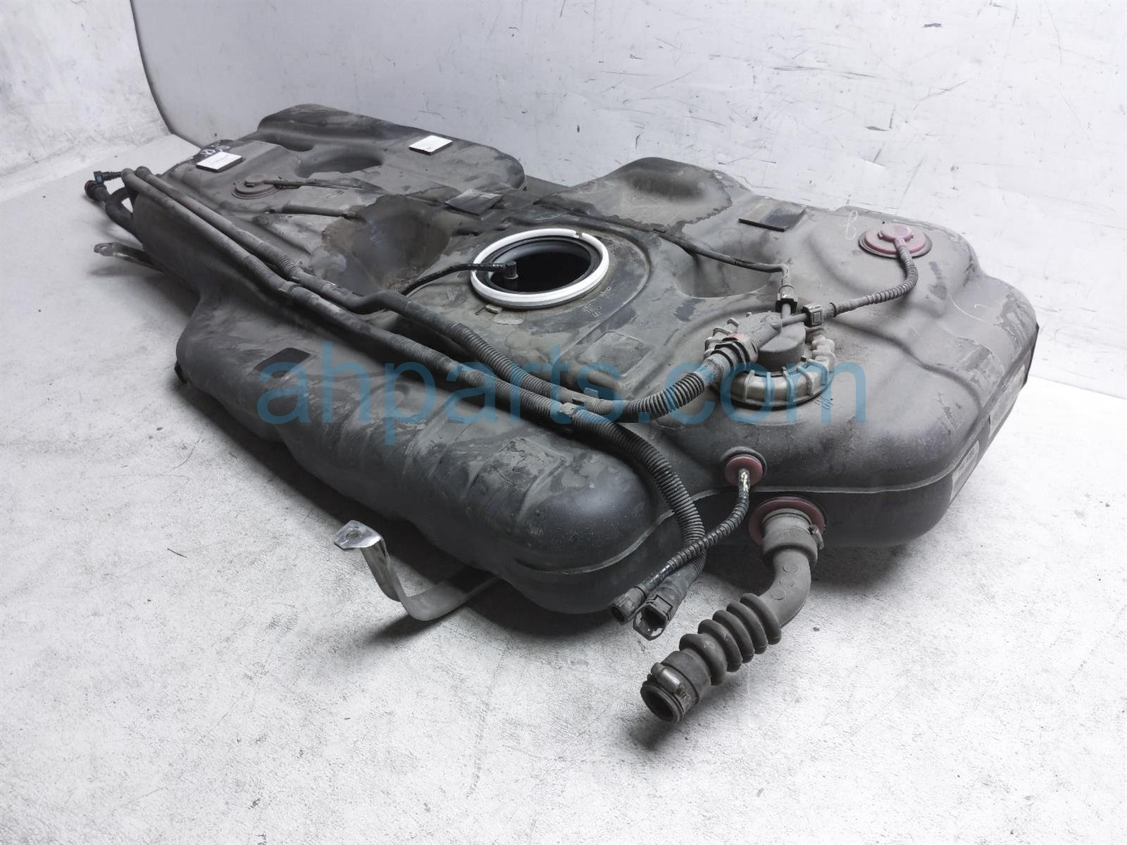 2013 Toyota Sienna Gas / Fuel Tank 77001 08080 Replacement