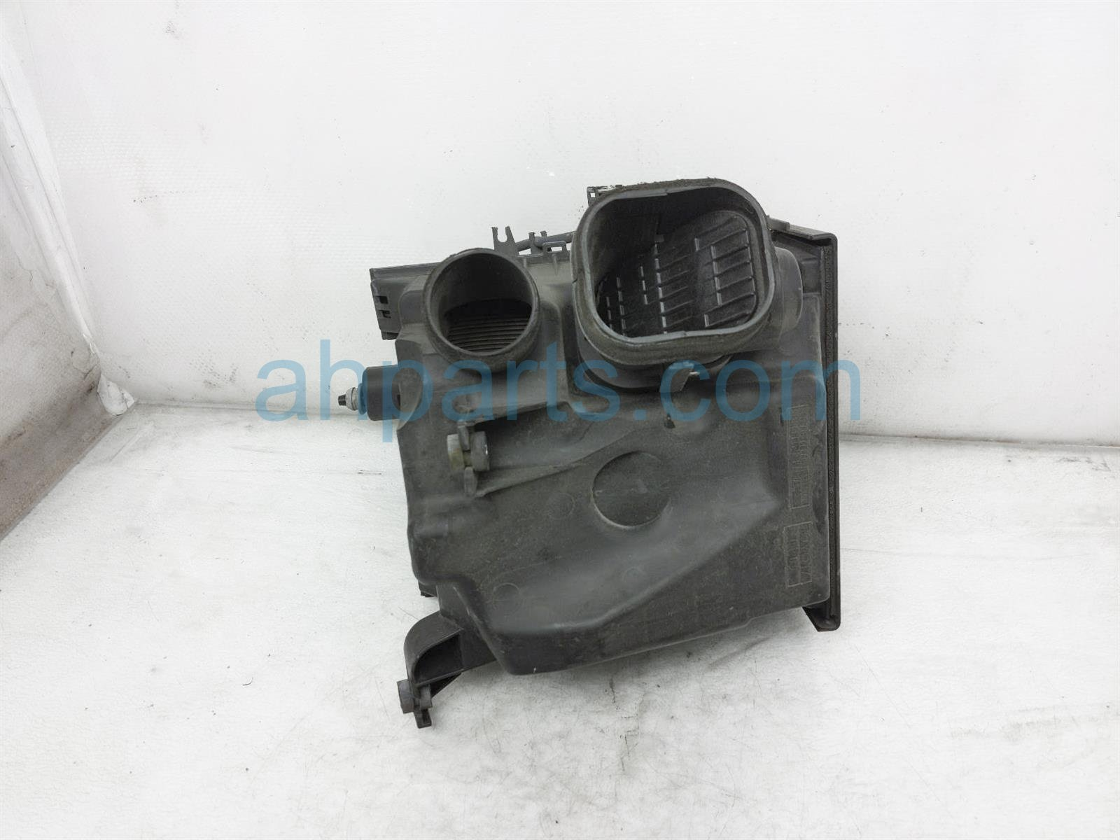 2013 Toyota Sienna Intake Air Cleaner Box Assy 17711 0P024 Replacement