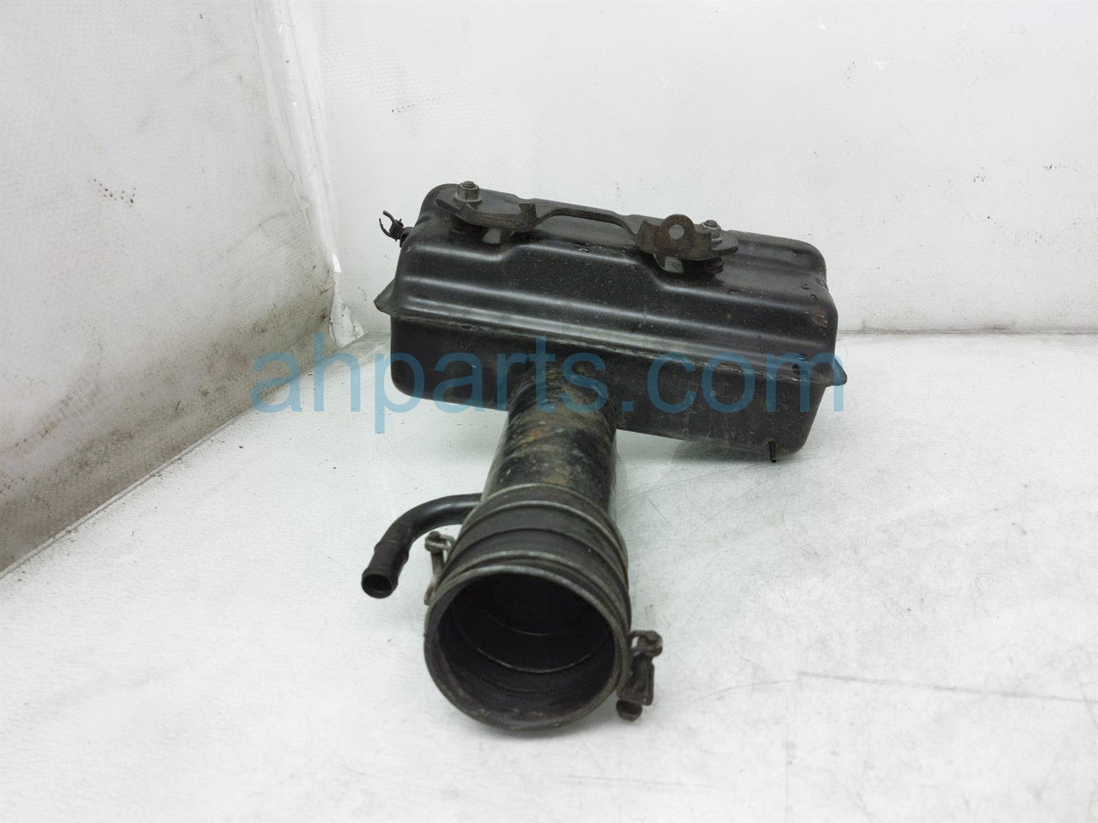 2000 Toyota Tacoma Air Intake Inlet Resonator Assy 17805 75100 Replacement