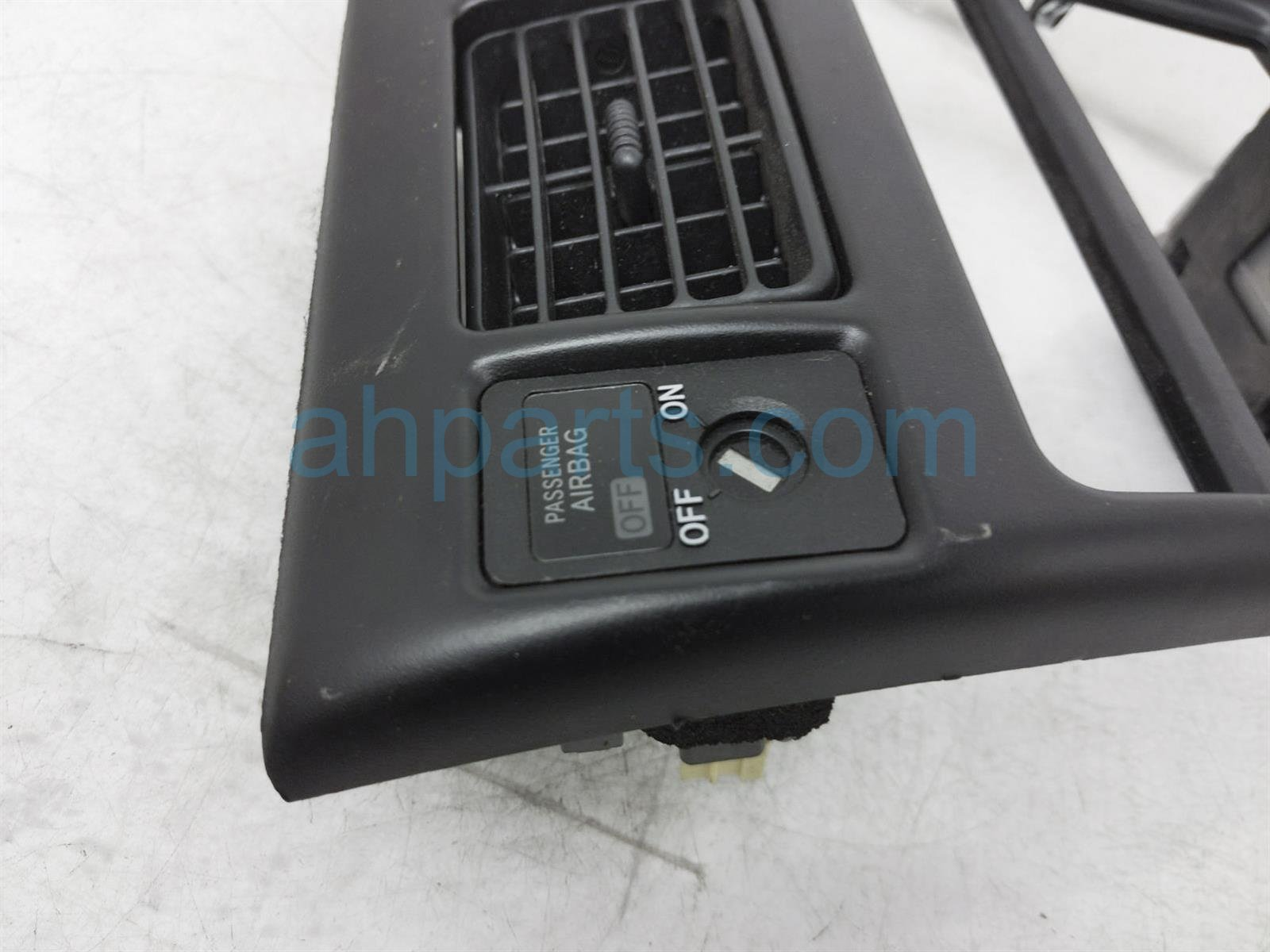 2000 Toyota Tacoma Radio Bezel W/ Upper Air Vents Black 55405 04030 Replacement