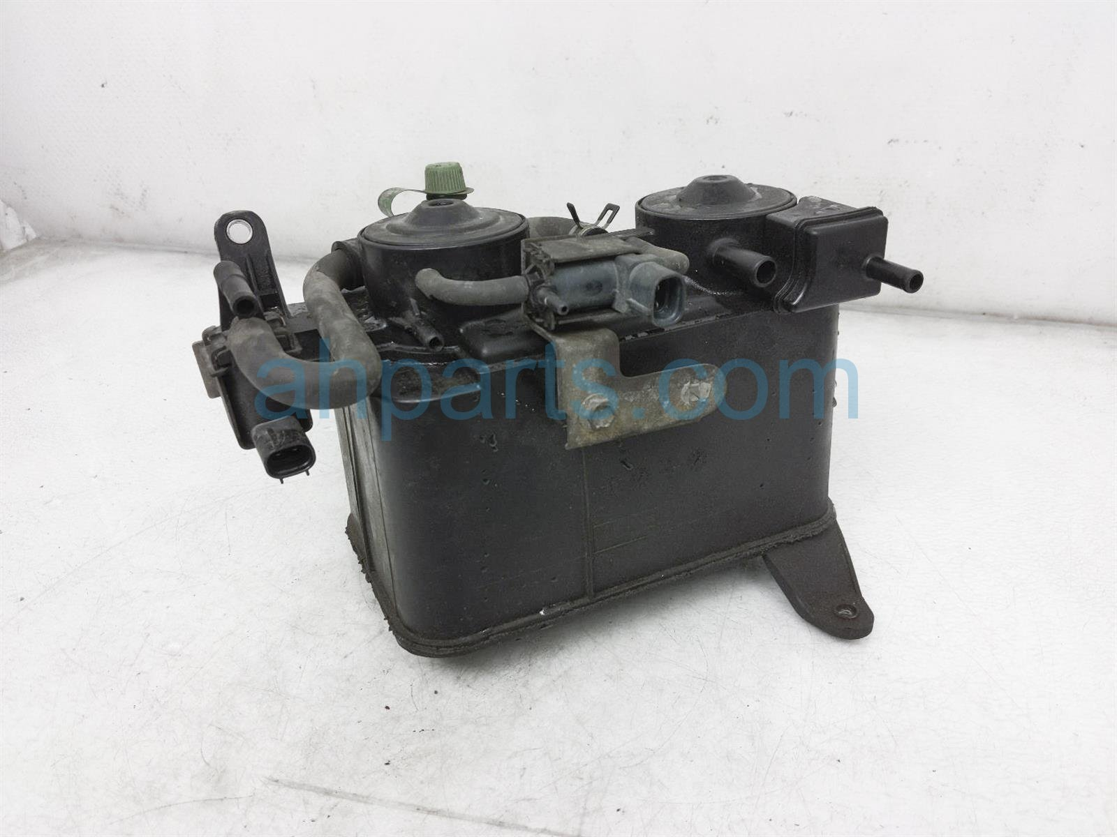 2000 Toyota Tacoma Fuel Vapor Cannister 77740 35392 Replacement