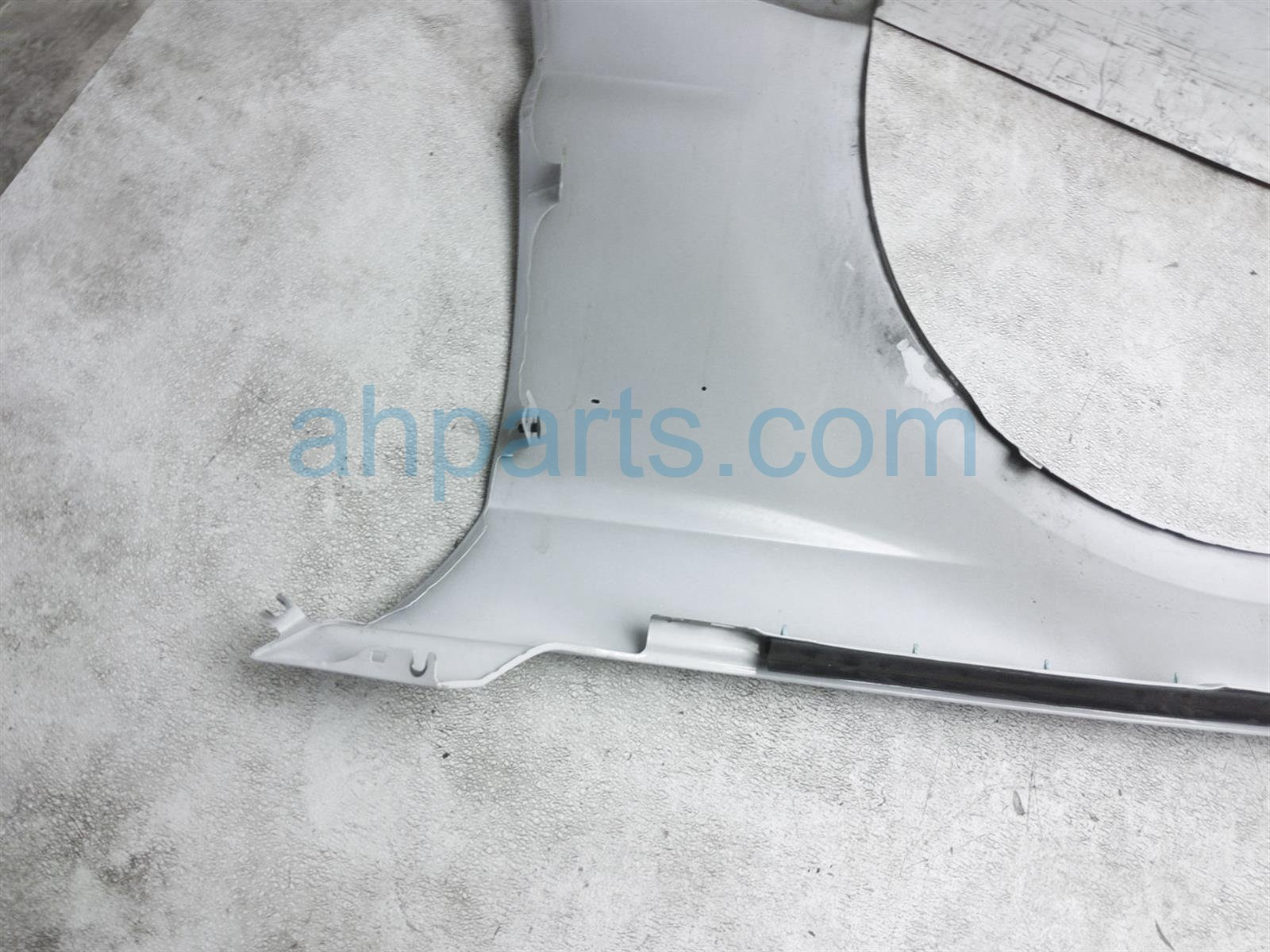 2017 Ford Mustang Front Passenger Fender   White   Tape Residue FR3Z 16005 B Replacement
