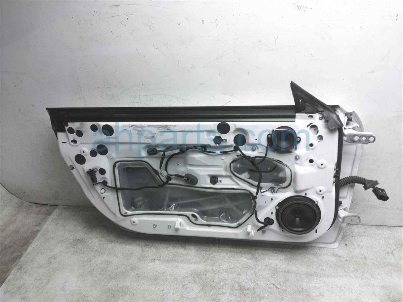 2017 Ford Mustang Front Driver Door   White   Shell Only FR3Z 6320125 A Replacement