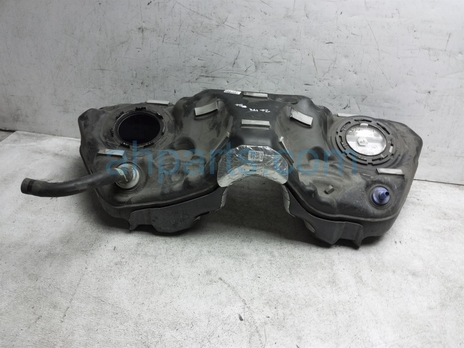 2017 Ford Mustang Gas / Fuel Tank FR3Z 9002 B Replacement
