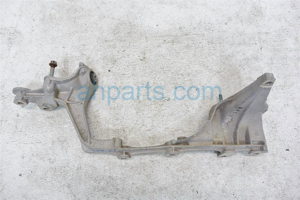 1992 Acura NSX Crossmember Rear driver BEAM BRACKET 50220 SL0 000 BRACKET 50220SL0000BRACKET Replacement