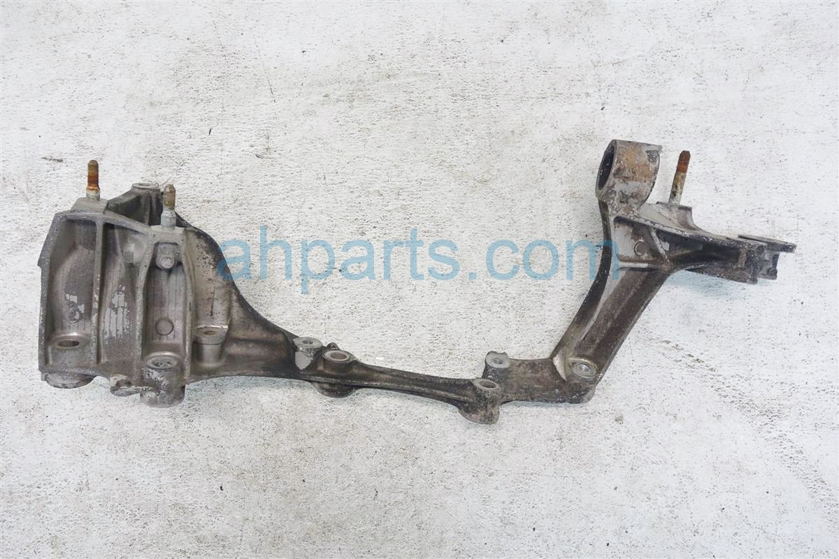 1991 Acura NSX Crossmember Rear driver BEAM BRACKET ASSY 50220 SL0 000 50220SL0000 Replacement