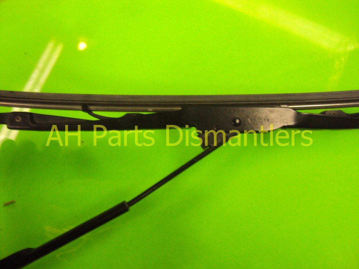 2011 Honda Odyssey Windshield Passenger WIPER ARM minor scratches Replacement