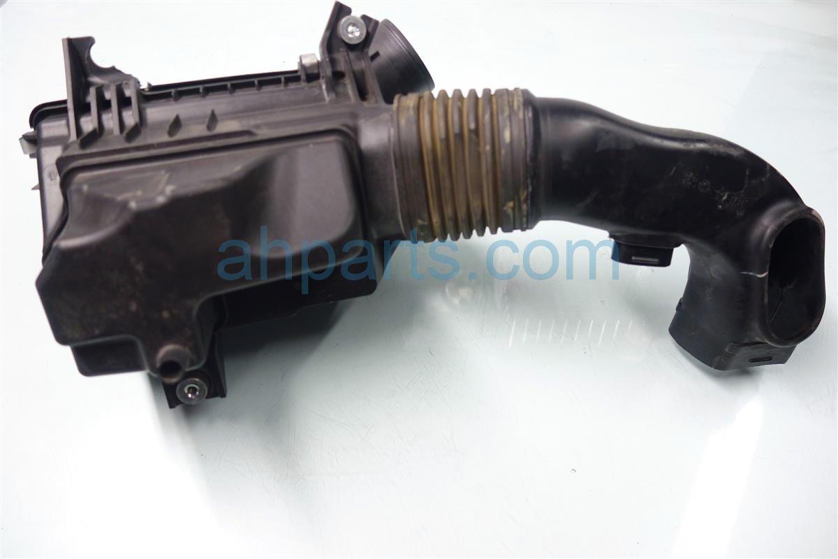 2007 Honda CR V Intake AIR CLEANER SETUP BROKEN TAB 17201 RZA 000 17201RZA000 Replacement