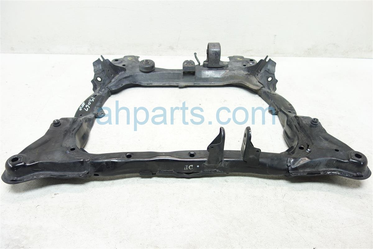 2003 Honda Civic Crossmember FRONT SUB FRAME CRADLE BEAM 50200 S5B A04 50200S5BA04 Replacement