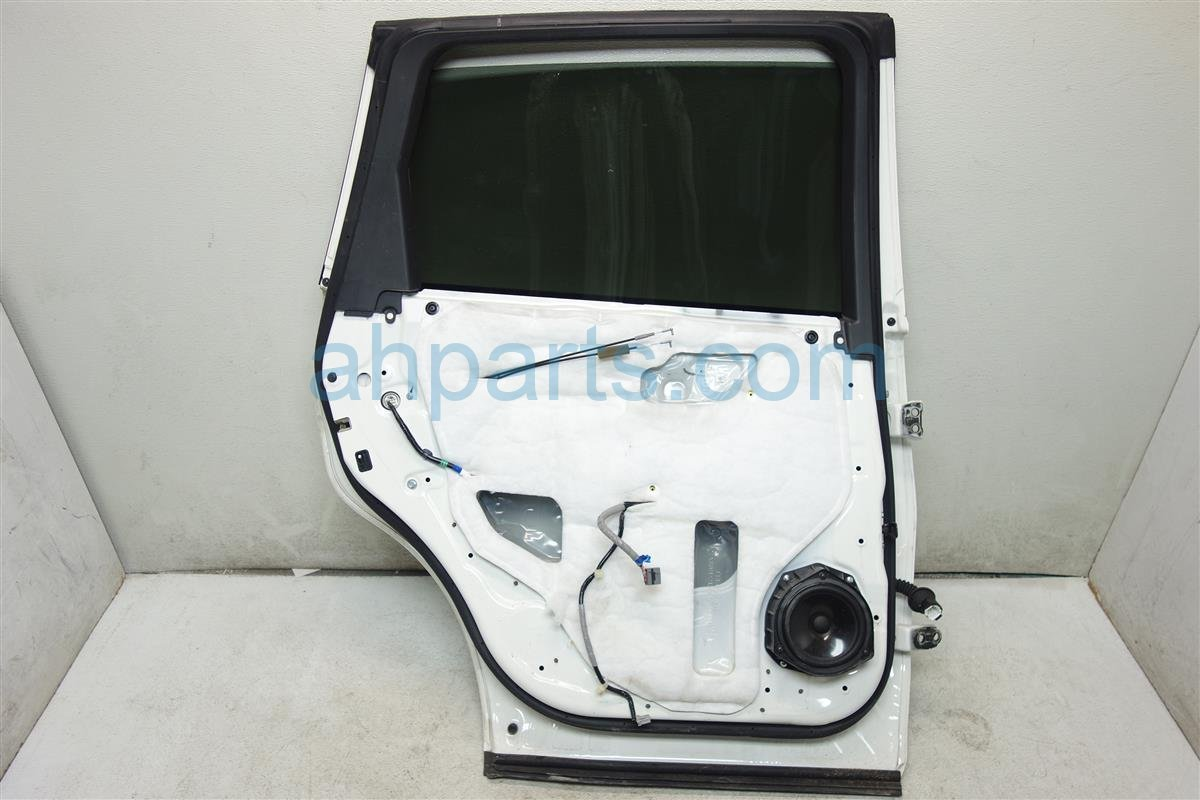 2009 Acura MDX Rear driver DOOR WHITE HAS 1 DING AND DENT 32754 STX A00 32754STXA00 Replacement