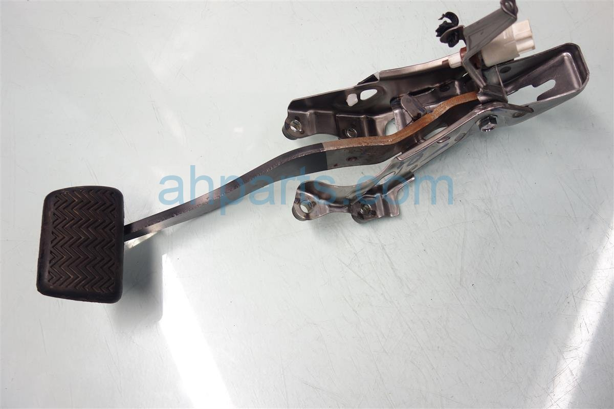 2015 Toyota Corolla BRAKE PEDAL Replacement