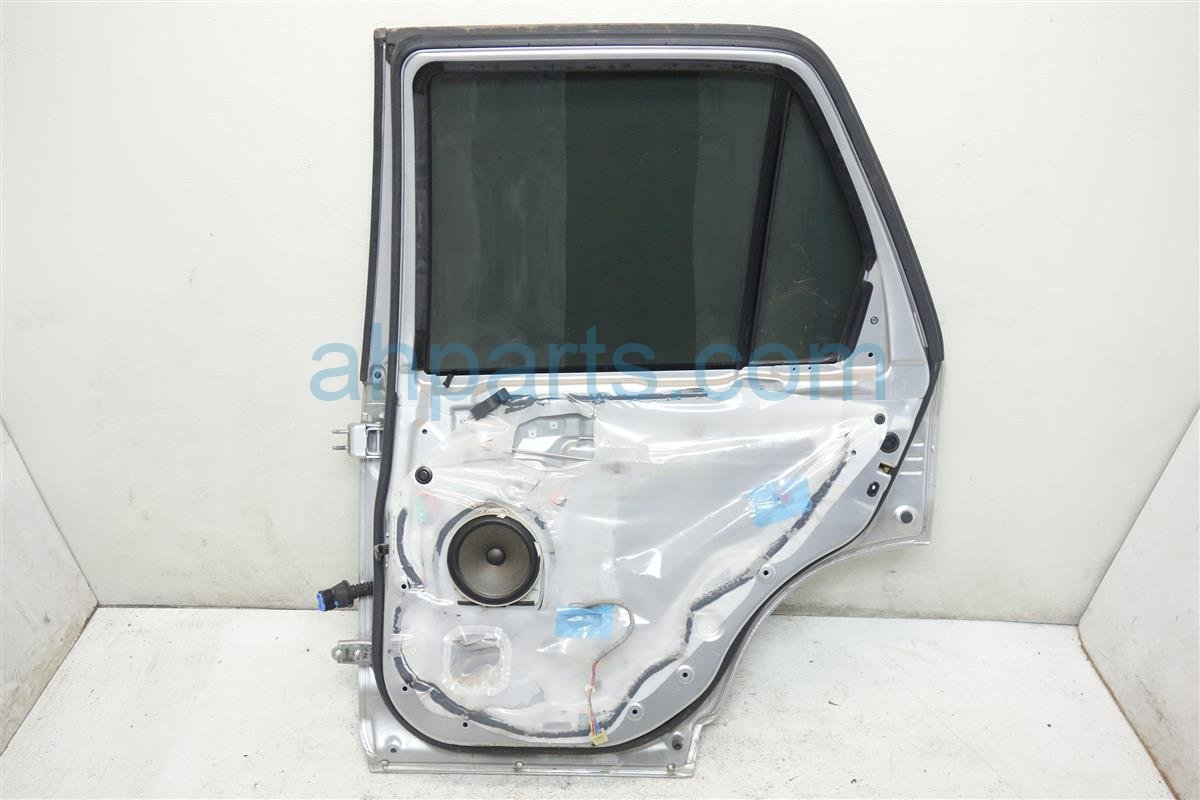 2006 Honda CR V Rear passenger DOOR SILVER 67510 S9A A90ZZ 67510S9AA90ZZ Replacement